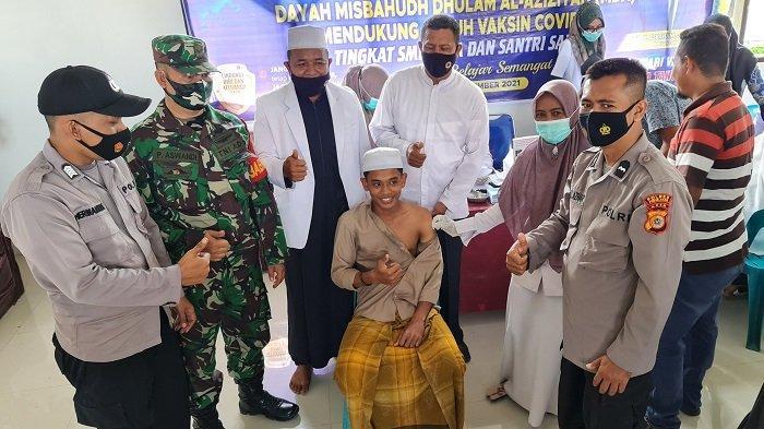 105 Santri Dayah Misbahul Dhulam Al-Aziziyah Bandar Baru Pijay Divaksin