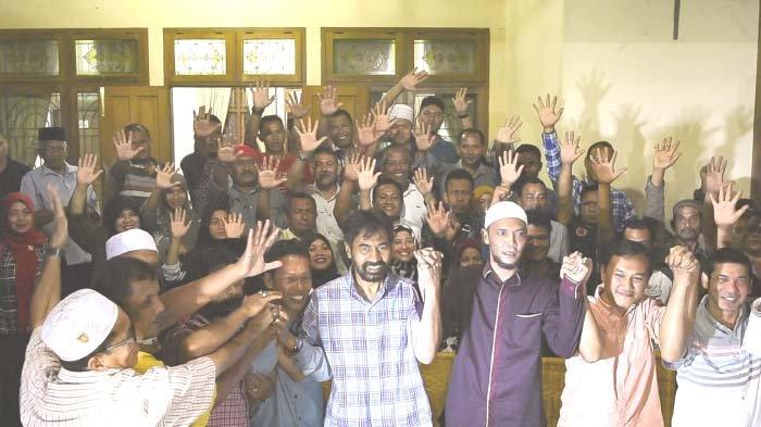 Mualem-Irwandi Bersaing Ketat - muzakir-manaf-ta-khalid-bersama-sejumlah-ketua-partai-koalisi_20170216_113341.jpg