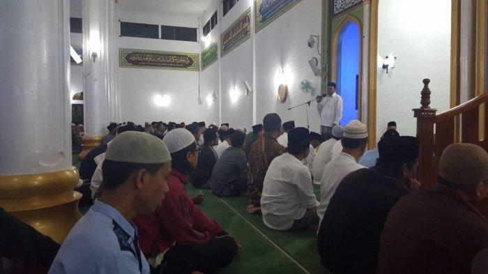 Tarawih Perdana, Nasaruddin Sampaikan Ceramah di Masjid Ruhama Takengon