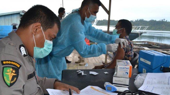 Nelayan Antusias Ikut Vaksinasi Presisi Keliling Polres Simeulue, Kaum Ibu tak Mau Ketinggalan
