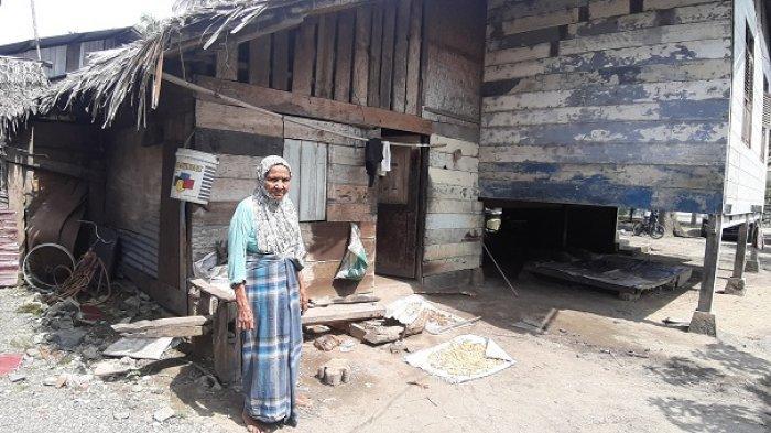 Nenek Hatizah, Pengrajin Atap Rumbia Gulung Tikar