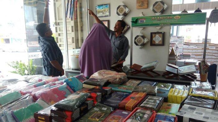 Toko Buku New Zikra Kini Sediakan Kain Sarung Dan Mukena Anak Anak Serambi Indonesia