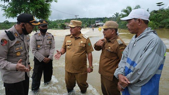 Walkot Bintang dan Kapolres Subulussalam Pantau Lokasi Banjir di Sultan Daulat