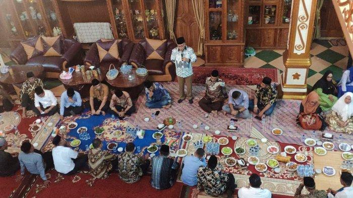 Plt Gubernur Aceh Melayat ke Rumah Almarhum Haji Saifannur di Desa Paya Meuneng Peusangan