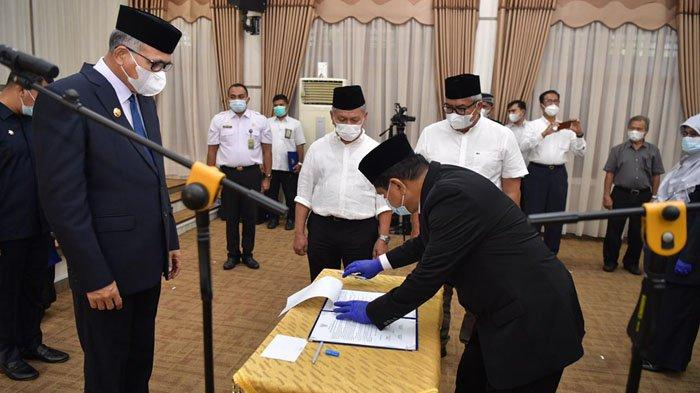 Gubernur Nova Iriansyah Lantik 15 Pejabat Tinggi Pratama Pemerintah Aceh, 6 Diantaranya Kepala Dinas