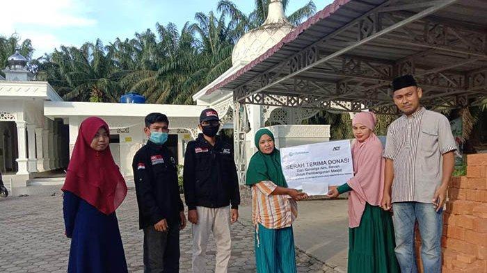 Nurlina, Penjual Kue Mitra ACT Aceh Menjadi Donatur Pembangunan Masjid