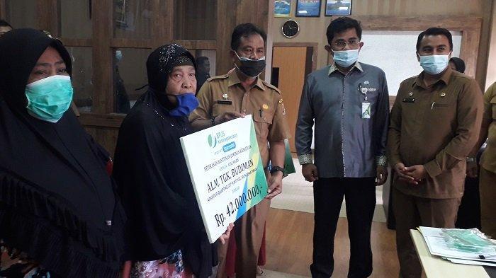 Aparatur Desa Terdaftar BPJS Berlanjut di Nagan Raya, Tiga Ahli Waris Terima Santunan Kematian