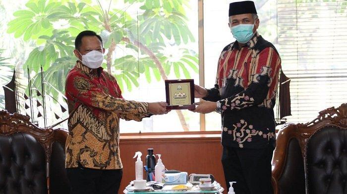 Plt Gubernur Undang Mendagri ke Aceh untuk Sosialisasikan Penanganan Covid-19