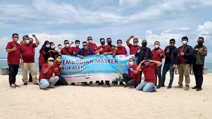 FK IJK Aceh dan OJK Aceh Bagikan Masker di Lokasi Wisata