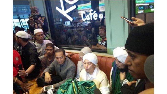 Pulang dari Turki, Opick Bawa Sehelai Rambut Nabi Muhammad SAW ke Indonesia