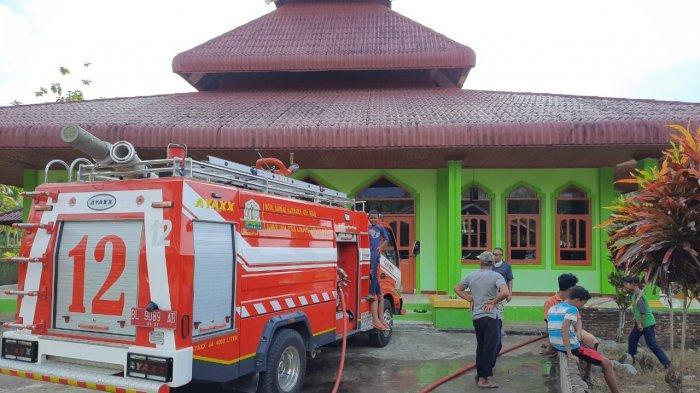 Plafon Masjid Ar-Rahman di Jantho Baro, Aceh Besar Terbakar