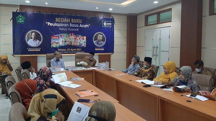 Kemenag Gelar Bedah Buku Paket 'Peulajaran Basa Aceh' Karya Azwardi