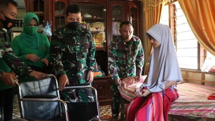 Pangdam IM Bantu Kursi Roda untuk Personel Kodim 0104/Atim Patah Kaki dan Istri TNI yang Stroke
