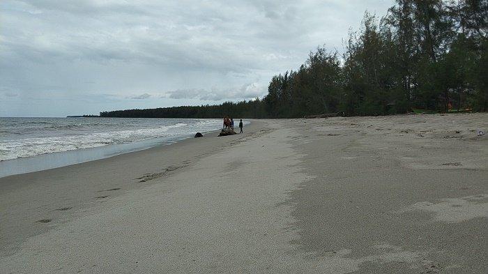 Kayu Menang, Sebuah Desa dengan Pantai yang Indah dan Menawan