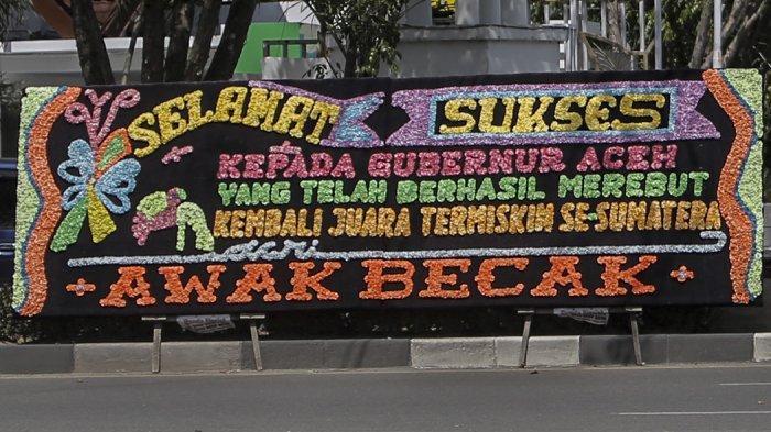 Papan bunga di depan Kantor Gubernur Aceh, Rabu (17/2/2021).