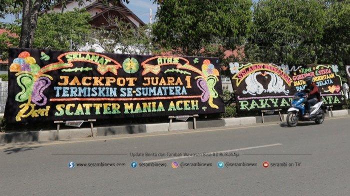FOTO - Papan Bunga Ucapan Selamat Aceh Sebagai Provinsi Termiskin di Depan Kantor Gubernur - papan-bunga-3.jpg