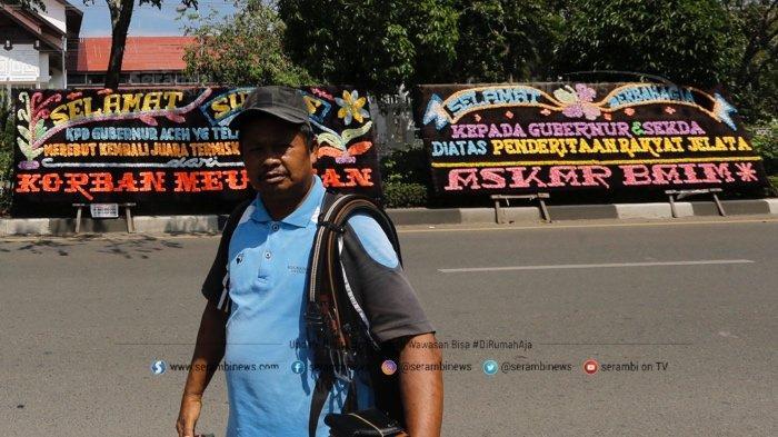 FOTO - Papan Bunga Ucapan Selamat Aceh Sebagai Provinsi Termiskin di Depan Kantor Gubernur - papan-bunga-4.jpg