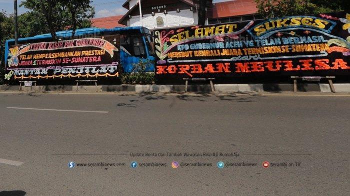 FOTO - Papan Bunga Ucapan Selamat Aceh Sebagai Provinsi Termiskin di Depan Kantor Gubernur - papan-bunga-7.jpg