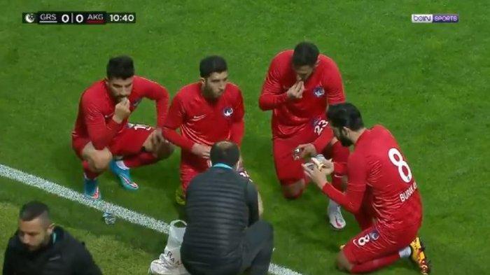 Baru 10 Menit Main, Pertandingan Liga Turki Dihentikan, Wasit Beri Kesempatan Pemain Berbuka Puasa