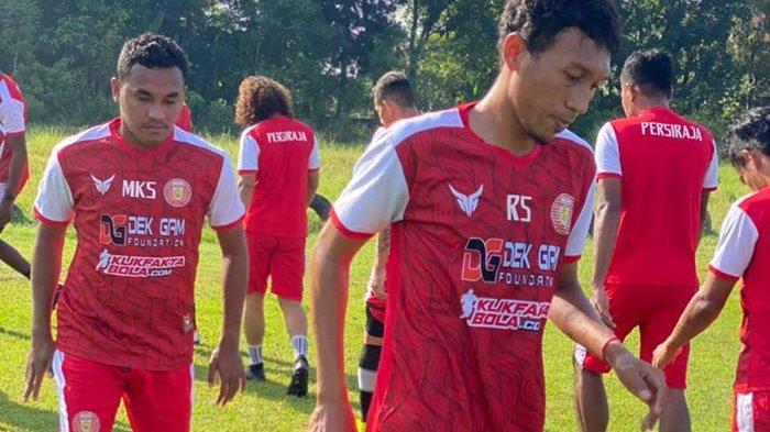 Para pemain Persiraja banda Aceh saat menjalani latihan bersama, Minggu (28/3/2021) di Stadion Tri Dadi, Sleman, Yogyakarta.