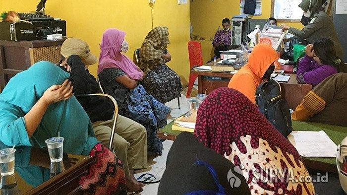 Satpol PP dan PSK Kejar-kejaran saat Razia Warung, 5 Wanita Diamankan, Tisu Basah dan Kondom Disita