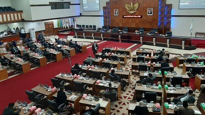 Nova Iriansyah Hadiri Rapat Paripurna, Ketua DPRA Ingatkan Plt Gubernur Soal Proyek Multiyears