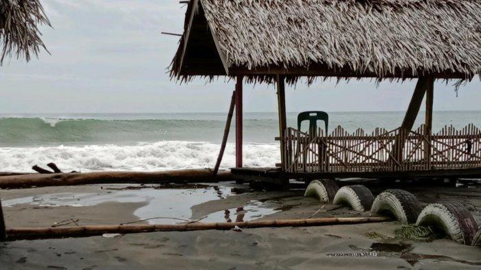 Ombak Capai 5 Meter,Nelayan Lampulo Tunda Melaut