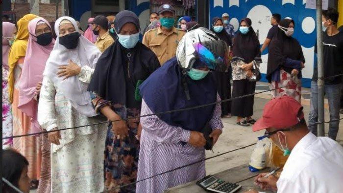 Warga Samalanga Padati Pasar Murah Disperindag Aceh dan Bulog