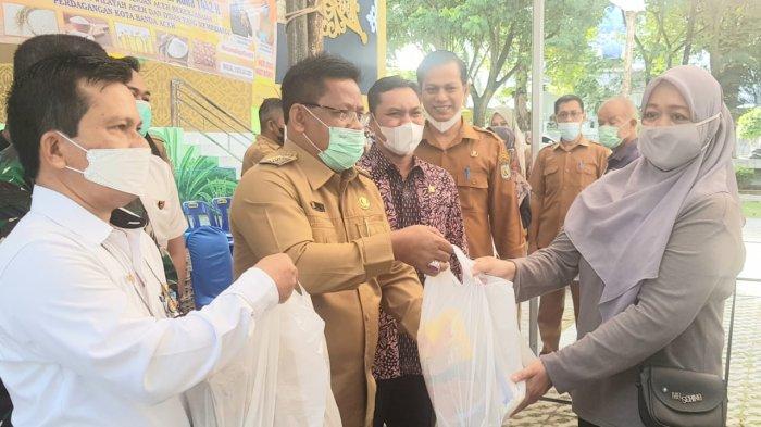Wali Kota Banda Aceh Buka Pasar Murah Pasarkan 11 000 Paket Sembako Murah Berikut Jadwalnya Serambi Indonesia