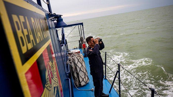 FOTO - Mengikuti Patroli Laut Bea Cukai Dari Aceh Hingga Perairan Kalimantan Barat - patroli-bea-cukai-2.jpg