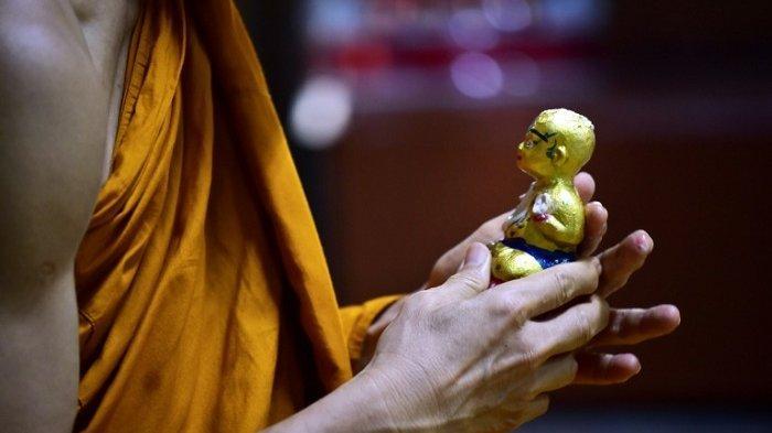 Warga Thailand Percaya Patung 'Anak Emas' Bawa Keberuntungan