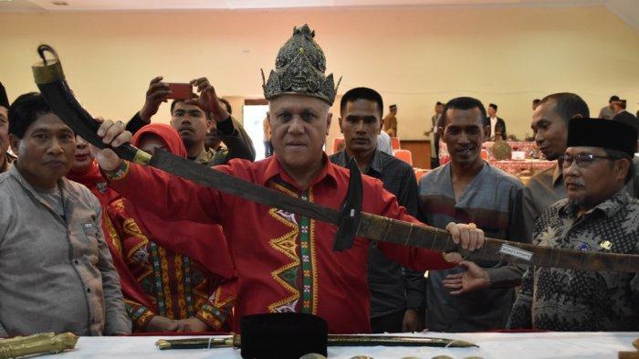 Pedang Reje Linge Berusia 1000 Tahun Ini Dipamerkan di HUT Kota Takengon
