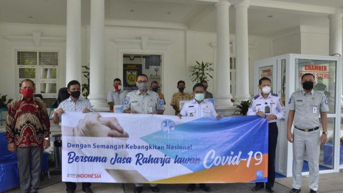 Peduli Covid-19, Jasa Raharja Aceh Serahkan Donasi Kepada Walikota Banda Aceh