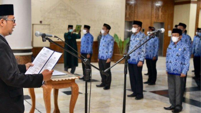 Asisten Tiga Lantik 53 Pejabat Eselon III dan IV di Lingkup Pemerintah Aceh