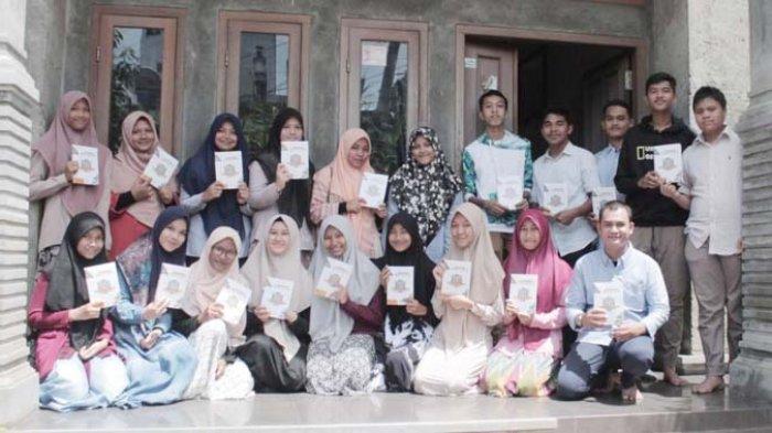 Pelajar Banda Aceh Luncurkan  Buku 'Suara Remaja Koetaradja'