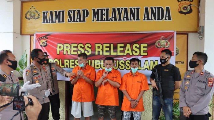 Penampakan tiga pelaku penipuan bermodus hipnotis yang beraksi di Kota Subulussalam ditangkap aparat kepolisian dari sektor Simpang Kiri.