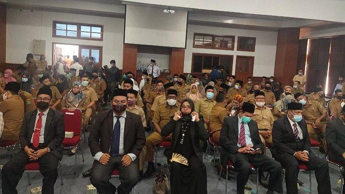 Usai Mengundurkan Diri dari Kadinskes Aceh Jaya,T Irfan TB Tunjuk Istri Sebagai Staf Ahli