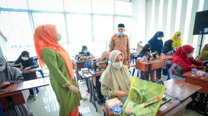 Hadirkan 3 Trainer Berpengalaman, Banda Aceh Latih 20 Penjahit Bordir