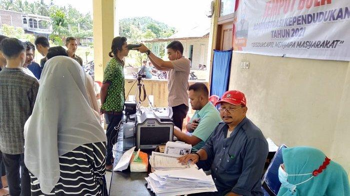 Disdukcapil Aceh Selatan Gelar Pelayanan Jemput Bola Administrasi Kependudukan