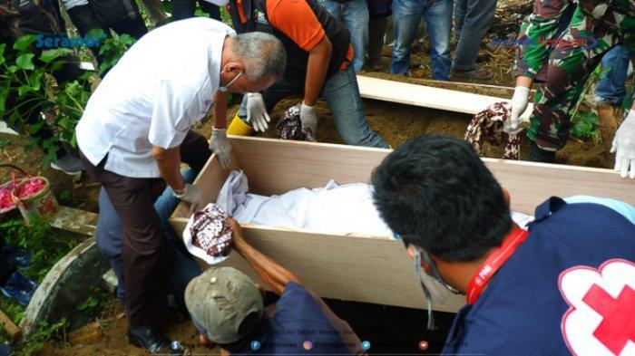 FOTO - Suasana Haru Saat Pemakaman Gadis Rohingya di TPU Kuta Blang, Lhokseumawe - pemakaman-gadis-rohingya-2.jpg