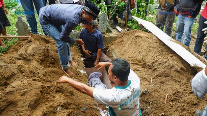 FOTO - Suasana Haru Saat Pemakaman Gadis Rohingya di TPU Kuta Blang, Lhokseumawe - pemakaman-gadis-rohingya-5.jpg
