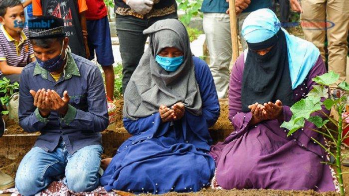 FOTO - Suasana Haru Saat Pemakaman Gadis Rohingya di TPU Kuta Blang, Lhokseumawe - pemakaman-gadis-rohingya-6.jpg