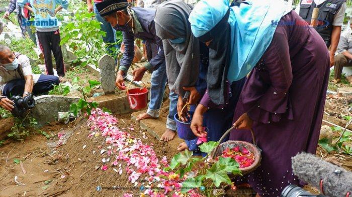 FOTO - Suasana Haru Saat Pemakaman Gadis Rohingya di TPU Kuta Blang, Lhokseumawe - pemakaman-gadis-rohingya-8.jpg