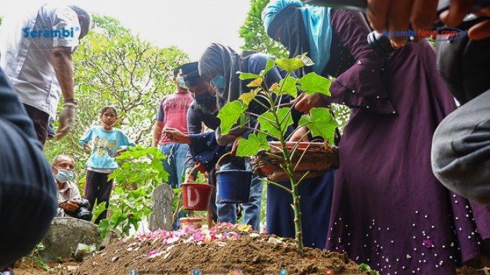 FOTO - Suasana Haru Saat Pemakaman Gadis Rohingya di TPU Kuta Blang, Lhokseumawe - pemakaman-gadis-rohingya-9.jpg