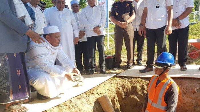 Pemkab Pidie Jaya Bangun Masjid di Kompleks Perkantoran, Bupati Aiyub Abbas Letak Batu Pertama