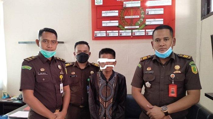 BREAKING NEWS - Ayah Rudapaksa Anak Kandung Berupaya Kabur Ditangkap Kejari Aceh Besar, Ini Vonis MA