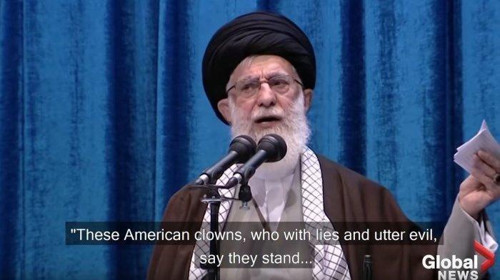 Pemimpin Tinggi Iran Pimpin Salat Jumat Pertama Kalinya dalam 8 Tahun, Kecam dan Sebut Amerika Badut