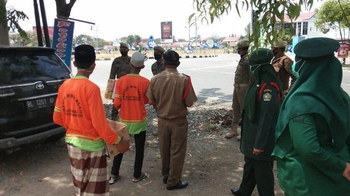 Satpol-PP Pidie Amankan Peminta Sumbangan di Bundaran Simpang MTQ Sigli