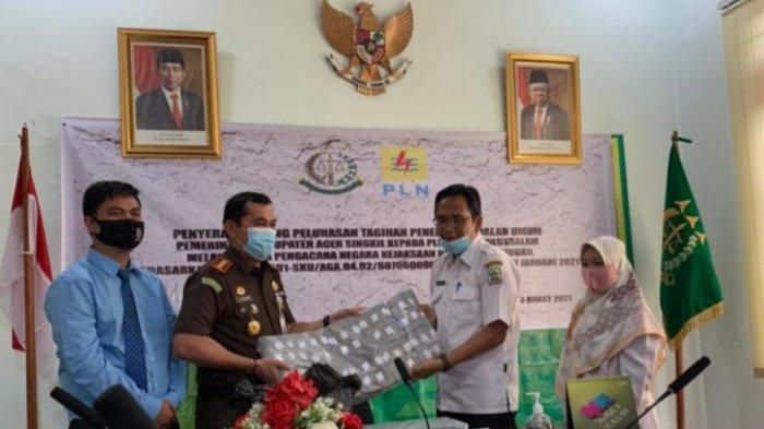 Pemkab Aceh Singkil Lunasi Tunggakan Lampu Jalan Melalui Kejari, Capai Rp 1 Miliar Lebih