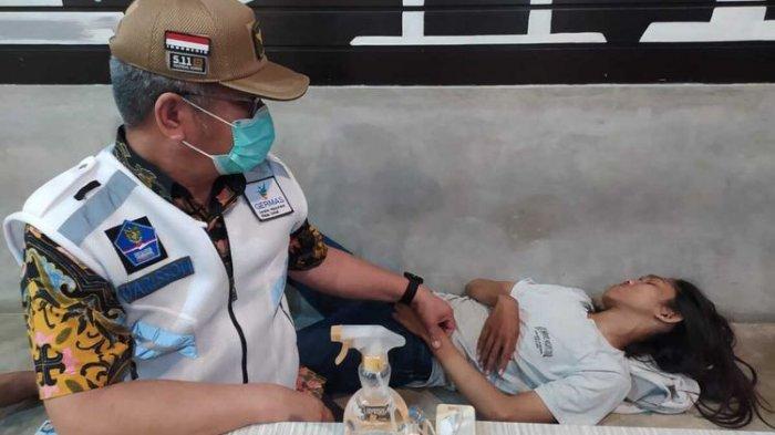 Takut Jarum Suntik, Pemuda Berambut Gondrong Pingsan Usai Jalani Rapid Test